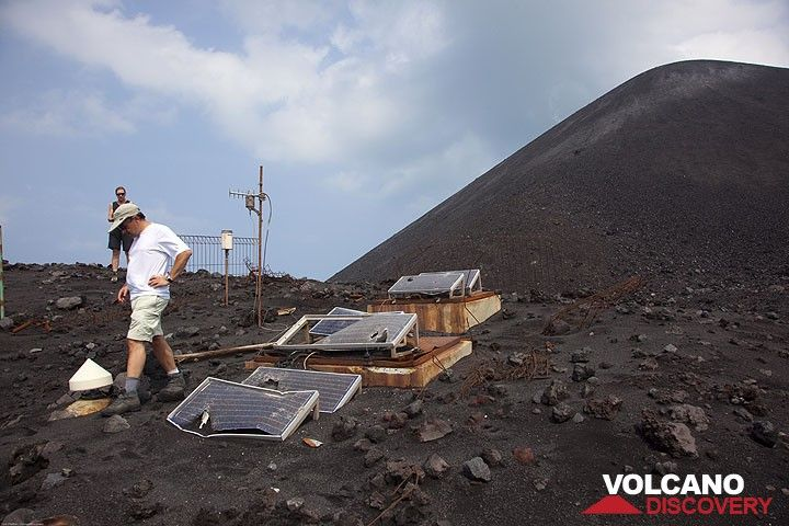 The seismic station on the old crater rim has suffered a lot of impacts during the eruption (Photo: Tom Pfeiffer)