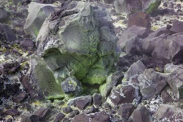 Sublimating sulfur covers blocks and gives them a greenish-yellowish stain. (Photo: Tom Pfeiffer)