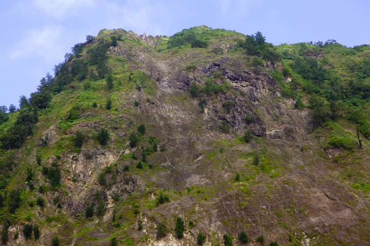 The summit of Rakata, more or less the location of the highest crater of the 1883 eruption. (Photo: Tom Pfeiffer)