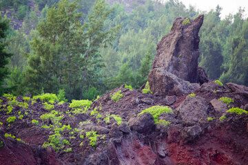 A giant tipped lava block forms a natural monument (sometimes used by us as shelter from bombs...) (Photo: Tom Pfeiffer)