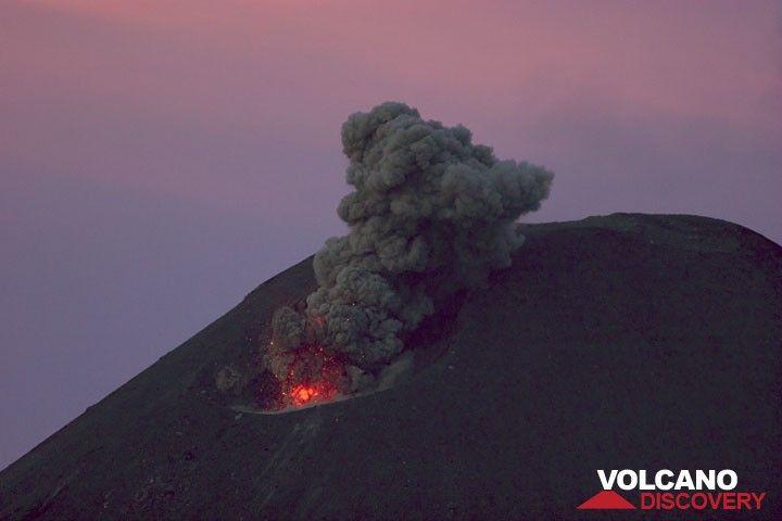 Small strombolian eruption at dusk. (Photo: Tom Pfeiffer)