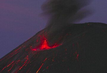 krakatau_d21375.jpg (Photo: Tom Pfeiffer)