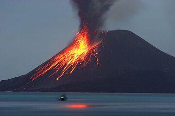 krakatau_d21457.jpg (Photo: Tom Pfeiffer)