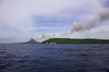 krakatau_e32315.jpg (Photo: Tom Pfeiffer)