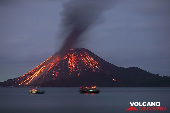 Two fishing boats in front of the cone after a stronger explosion. (22 Nov) (Photo: Tom Pfeiffer)