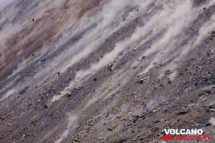 Dust left from small impacts blown uphill by the wind. (Photo: Tom Pfeiffer)