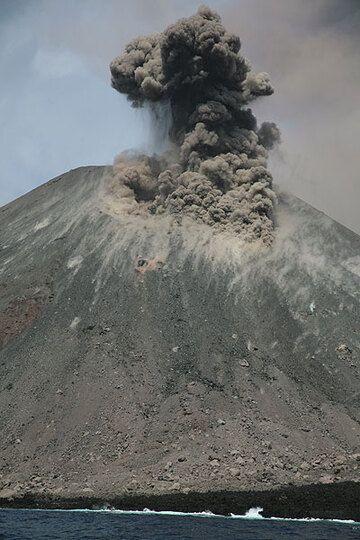 krakatau_e32587.jpg (Photo: Tom Pfeiffer)