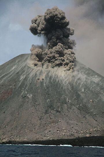 krakatau_e32588.jpg (Photo: Tom Pfeiffer)