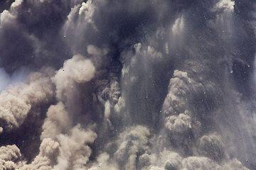 krakatau_e32606.jpg (Photo: Tom Pfeiffer)