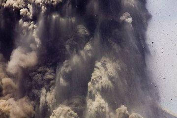 krakatau_e32607.jpg (Photo: Tom Pfeiffer)