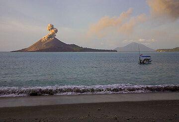 krakatau_e32627.jpg (Photo: Tom Pfeiffer)