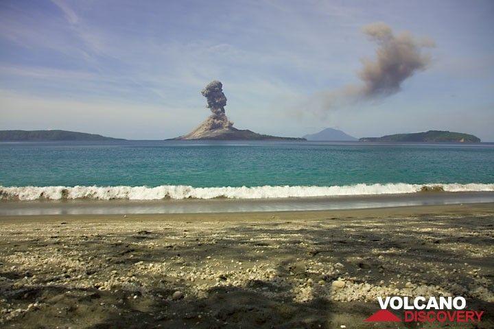 A powerful vulcanian explosion of Anak Krakatau seen from opposite Rakata Island. (Photo: Tom Pfeiffer)
