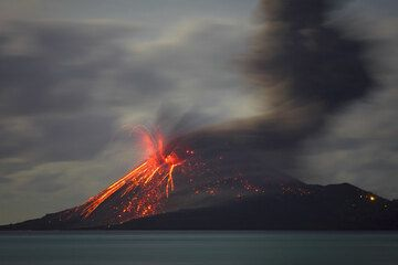 A smaller eruption occurs while the thick ash cloud of a stornger previous explosion is still rising. (Photo: Tom Pfeiffer)