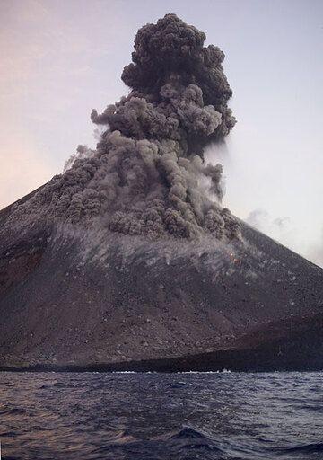 krakatau_e32914.jpg (Photo: Tom Pfeiffer)
