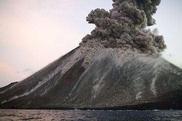 krakatau_e32919.jpg (Photo: Tom Pfeiffer)