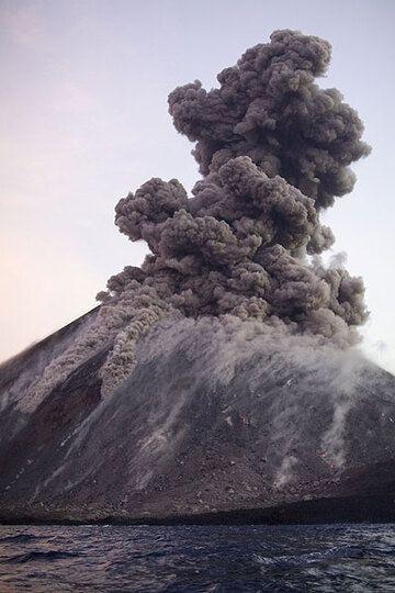 krakatau_e32920.jpg (Photo: Tom Pfeiffer)