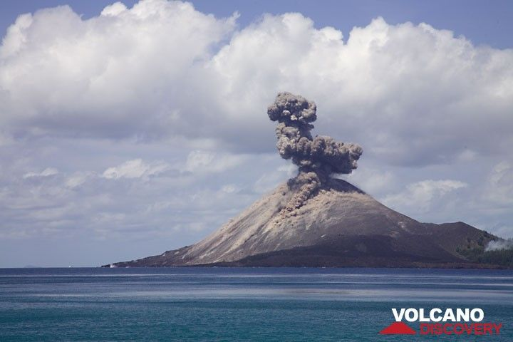A block from the same explosion lands far to the left into the sea. (Photo: Tom Pfeiffer)