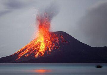 Bright strombolian-type eruption around 1am on 25 Nov.  (Photo: Tom Pfeiffer)