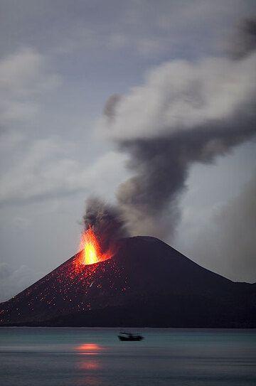 krakatau_e33099.jpg (Photo: Tom Pfeiffer)