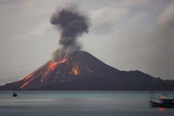 krakatau_e33110.jpg (Photo: Tom Pfeiffer)
