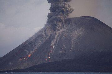 krakatau_e33115.jpg (Photo: Tom Pfeiffer)