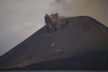 krakatau_e33117.jpg (Photo: Tom Pfeiffer)