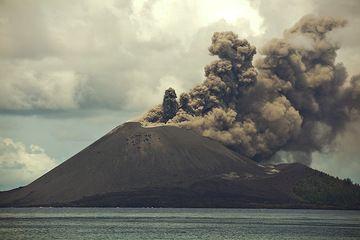 krakatau_i36970.jpg (Photo: Tom Pfeiffer)