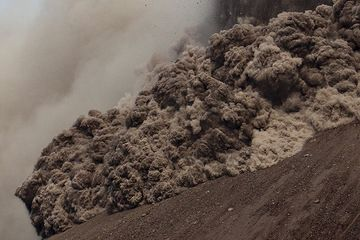krakatau_i37111-2.jpg (Photo: Tom Pfeiffer)