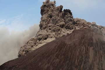 krakatau_i37114.jpg (Photo: Tom Pfeiffer)