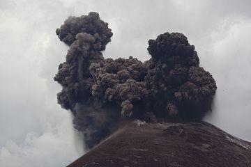 krakatau_i37166.jpg (Photo: Tom Pfeiffer)