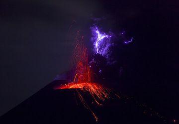 krakatau_i37340m.jpg (Photo: Tom Pfeiffer)