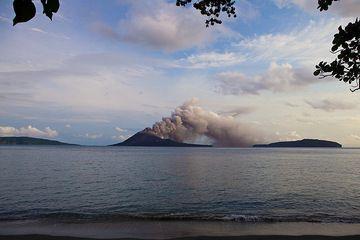 Eruption from Anak Krakatau (Nov 2010) seen from Rakata island (Photo: Tom Pfeiffer)