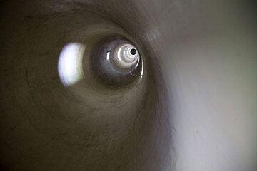 Inside the Anyer lighthouse (Photo: Tom Pfeiffer)