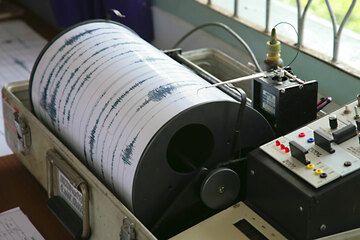 Seismograph recording Anak Krakatau's activity in real time. (Photo: Tom Pfeiffer)