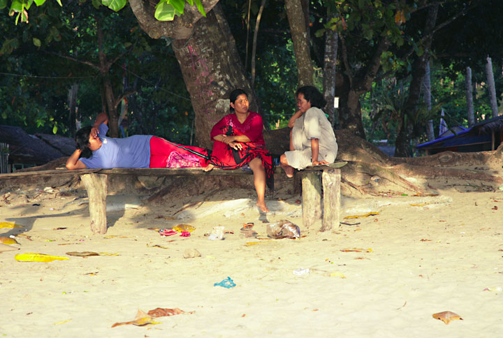 Women offering beach massages waiting for clients. (Photo: Tom Pfeiffer)