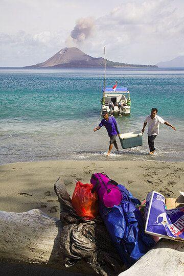 krakatau_e32384.jpg (Photo: Tom Pfeiffer)