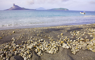 krakatau_e32424.jpg (Photo: Tom Pfeiffer)
