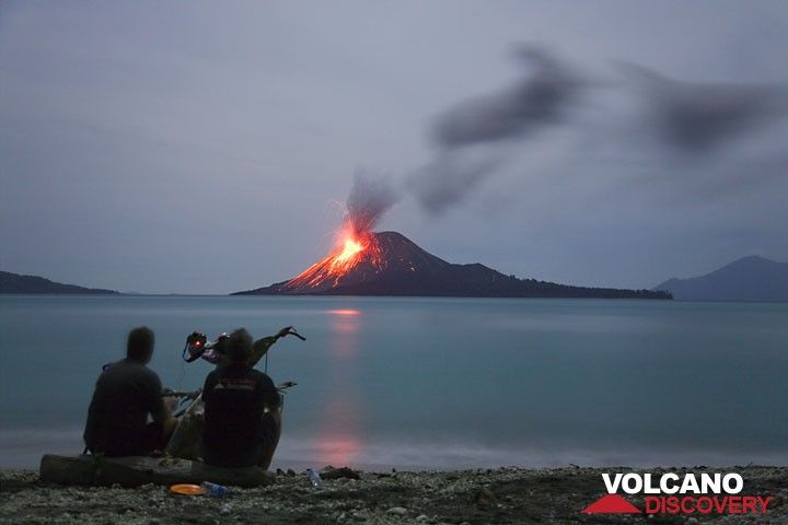 Observing active Krakatau in the evening (Photo: Tom Pfeiffer)