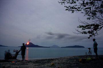 Watching Krakatau at night (Photo: Tom Pfeiffer)