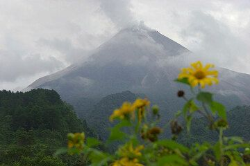 Merapi seen from the SE side on May 21. (Photo: Tom Pfeiffer)