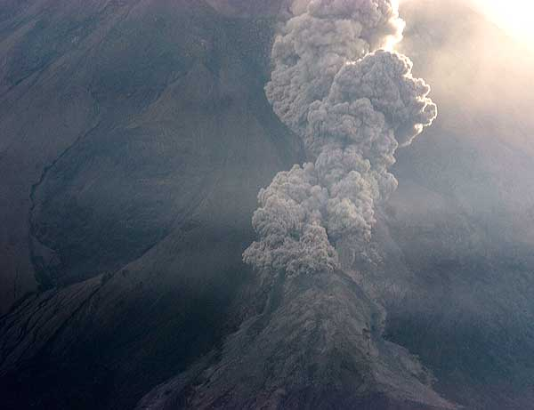 A small pyroclastic flow on the SW side of Merapi. (Photo: Tom Pfeiffer)