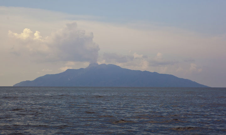 The island of Palue (Paluweh) seen from the south. The steam plume from the lava dome rises from the new summit lava dome. (Photo: Tom Pfeiffer)