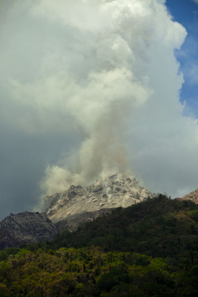 The steaming new lava dome seen from near the southern coast of the island. (Photo: Tom Pfeiffer)