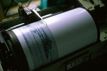 Seismograph at Semeru volcano observatory (Photo: Tom Pfeiffer)