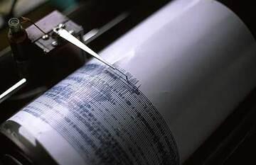 Seismograph plotting signals from Semeru volcano (Photo: Tom Pfeiffer)
