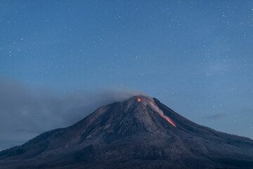 Rockfall at dawn. (Photo: Tom Pfeiffer)