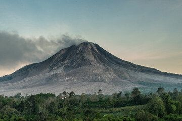 Impressions of the volcano taken during our recent tour to Sinabung. (Photo: Tom Pfeiffer)