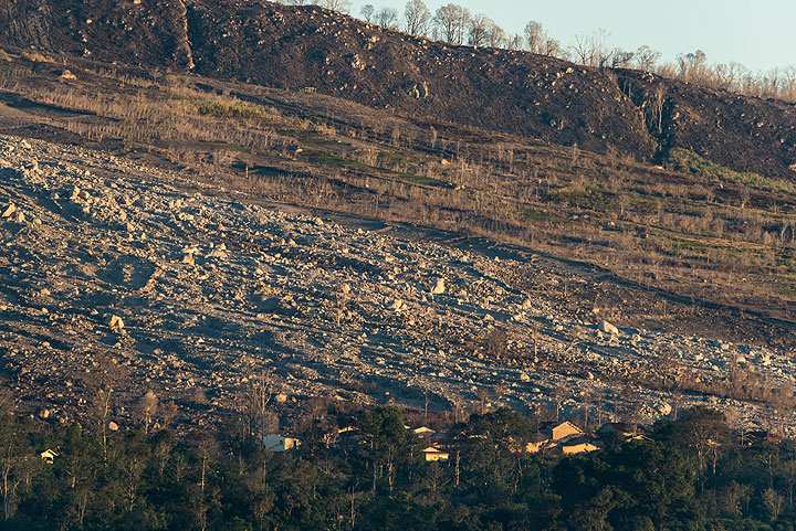 The path of destruction on the east side, where the village of Bekerah has mostly disappeared under pyroclastic flow deposits. (Photo: Tom Pfeiffer)