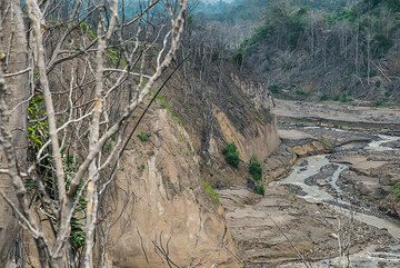 View down the canyon towards the destroyed village of Guru Kinayan to the west. (Photo: Tom Pfeiffer)