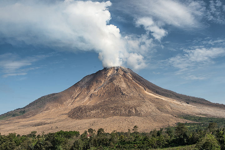 Compare the view before a pyroclastic flow descends (this image) and the next... (Photo: Tom Pfeiffer)